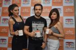 christina bharwani, emran hashmi and nargis fakhri at Azhar promotions in association with Gourmet Renaissance at IPL match in Pune on 9th May 2016 (4)_57320d513a8d6.JPG