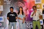 Alia Bhatt, Vikas Bahl,Amit Trivedi at Udta Punjab trailer launch in Mumbai on 11th May 2016 (145)_57342e4fb90f1.JPG