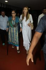 Sushila Charak, Lulia Vantur snapped at airport on 11th May 2016 (58)_57342d952a543.JPG
