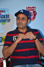 Virendra Sehwag meet n greet at tap bar in Mumbai on 11th May 2016 (22)_57342e0b0d371.JPG