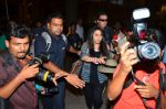 Preity Zinta snapped with hubby at airport on 12th May 2016 (2)_573589374e9d6.JPG