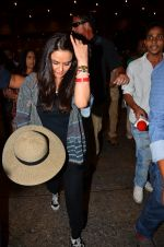Preity zinta with husband snapped in Mumbai on 12th May 2016 (12)_5735a74239846.JPG