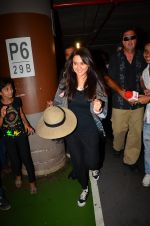 Preity zinta with husband snapped in Mumbai on 12th May 2016 (14)_5735a743c597c.JPG