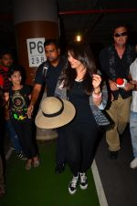 Preity zinta with husband snapped in Mumbai on 12th May 2016 (15)_5735a7447a955.JPG
