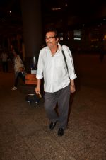 Vinod Khanna snapped at airport in Mumbai on 12th May 2016 (56)_5735a6e903f7d.JPG