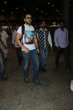 Emraan hashmi snapped at the airport on 13th May 2016