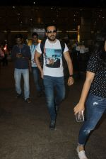 Emraan hashmi snapped at the airport on 13th May 2016 (2)_5736d5ae16dc7.JPG