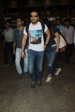 Emraan hashmi snapped at the airport on 13th May 2016 (4)_5736d5afadcec.JPG