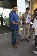 Madhavan snapped at airport on 14th May 2016 (1)_573854f0ec944.JPG