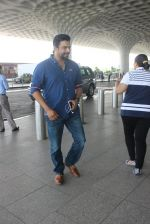 Madhavan snapped at airport on 14th May 2016 (2)_573854f1f342c.JPG