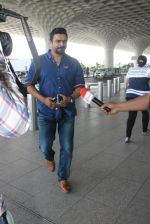 Madhavan snapped at airport on 14th May 2016