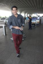 Omung Kumar snapped at airport on 14th May 2016 (15)_573854ff35e02.JPG