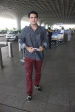 Omung Kumar snapped at airport on 14th May 2016 (18)_57385505df7f2.JPG