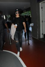 Sonakshi Sinha snapped at airport on 15th May 2016 (26)_5739984a85247.JPG