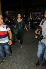 Kajol snapped at airport on 16th May 2016 (47)_573aca49398b1.JPG