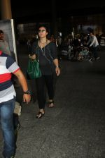 Kajol snapped at airport on 16th May 2016 (48)_573aca49e6843.JPG
