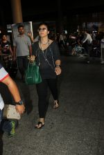 Kajol snapped at airport on 16th May 2016 (51)_573aca4c36f51.JPG