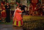 Kiku Sharda and Sunil Grover with DJ Dwayne Bravo on the sets of Sony Entertainment Television_s The Kapil Sharma Show_573abe055f931.JPG
