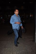 Paresh Rawal snapped at airport on 16th May 2016 (14)_573aca31103f8.JPG