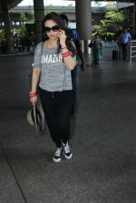 Preity Zinta snapped at airport on 16th May 2016 (28)_573aca739bf7d.JPG