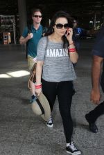 Preity Zinta snapped at airport on 16th May 2016 (30)_573aca754f15d.JPG
