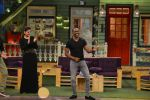 Raveena Tandon, Dwayne Bravo on the sets of Sony Entertainment Television_s The Kapil Sharma on 16th May 2016 (52)_573ac8f2c29fa.JPG