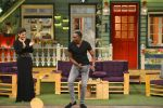 Raveena Tandon, Dwayne Bravo on the sets of Sony Entertainment Television_s The Kapil Sharma on 16th May 2016 (54)_573ac8f3509d5.JPG