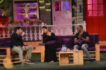 Raveena Tandon, Dwayne Bravo on the sets of Sony Entertainment Television_s The Kapil Sharma on 16th May 2016 (66)_573ac8f6aa9e2.JPG