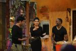 Raveena Tandon, Dwayne Bravo on the sets of Sony Entertainment Television_s The Kapil Sharma on 16th May 2016 (68)_573ac8f755fa8.JPG