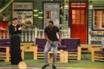 Raveena Tandon, Dwayne Bravo on the sets of Sony Entertainment Television_s The Kapil Sharma on 16th May 2016 (53)_573ac91612530.JPG