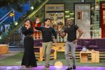 Raveena Tandon, Dwayne Bravo on the sets of Sony Entertainment Television_s The Kapil Sharma on 16th May 2016 (59)_573ac917c4b7c.JPG