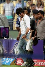 Shahrukh Khan with abram at eden gardens on 17th May 2016
