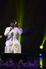 Sonu Nigam at Sarbjit music concert in Mumbai on 17th May 2016 (170)_573c145b41fa6.JPG