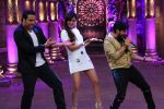 Kumar Sanu on the sets of Comedy Nights Bachao on 18th May 2016 (27)_573d748e47ef9.JPG