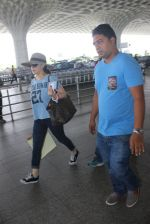 Preity Zinta with hubby snapped at airport on 18th May 2016 (24)_573d70da70d4c.JPG