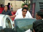 Shahrukh Khan at Mehboob studio in Mumbai on 18th May 2016 (5)_573d66d4c7ecb.jpg