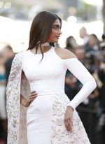 at Cannes 2016 on 18th May 2016 (65)_573d775ae8e5a.jpg