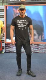 John abraham in gurgaon at Reebok Event on 20th May 2016 (22)_57400841a8d2d.JPG