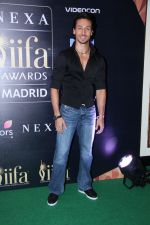 Tiger Shroff at IIFA Press Conference in Taj Land_s End on 20th May 2016 (144)_574033369ede6.JPG