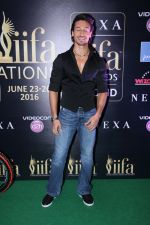 Tiger Shroff at IIFA Press Conference in Taj Land_s End on 20th May 2016 (145)_5740333782e83.JPG