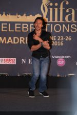 Tiger Shroff at IIFA Press Conference in Taj Land_s End on 20th May 2016 (184)_5740333bf3208.JPG