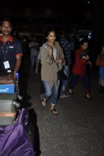 Gauri Shinde arrives from Singapore on 21st May 2016 (29)_5743073fed8af.JPG