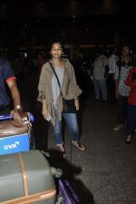 Gauri Shinde arrives from Singapore on 21st May 2016 (34)_5743074425e2f.JPG
