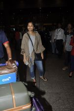Gauri Shinde arrives from Singapore on 21st May 2016 (35)_57430744d1a90.JPG