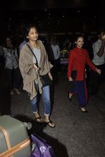 Gauri Shinde arrives from Singapore on 21st May 2016 (30)_574307408668f.JPG