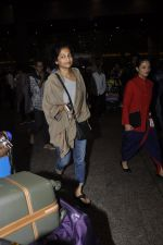 Gauri Shinde arrives from Singapore on 21st May 2016 (31)_574307412ef92.JPG