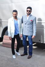 Riteish Deshmukh, Abhishek Bachchan at Housefull 3 promotions on Comedy Nights Bachao on 23rd May 2016