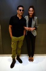 Akshay Kumar, Lisa Haydon with Housefull 3 team in Delhi on 25th May 2016