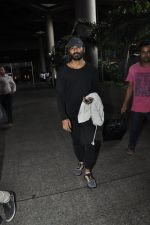 Dhanush snapped at airport on 25th May 2016 (30)_574729ae39414.JPG