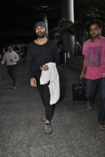 Dhanush snapped at airport on 25th May 2016 (33)_574729b602610.JPG